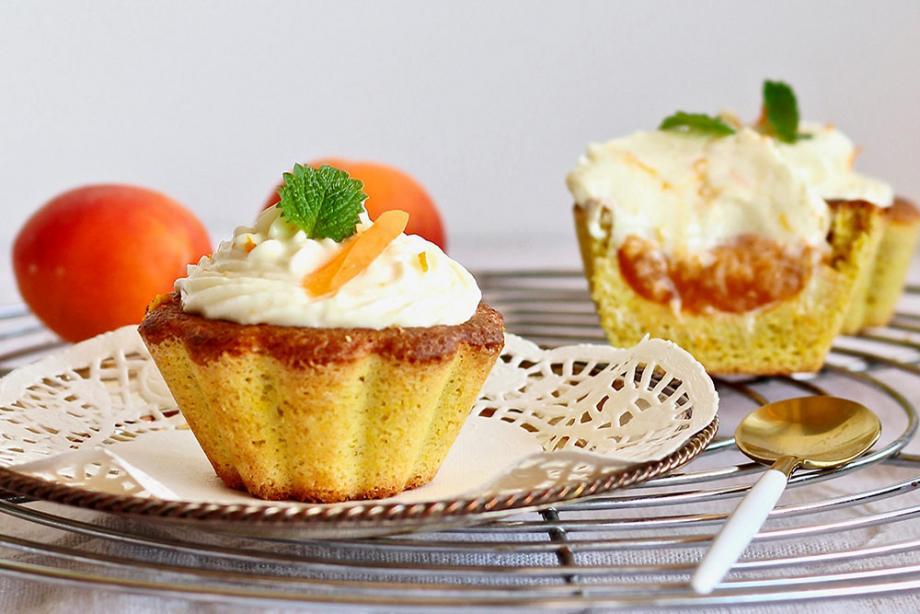 Aprikosen-Kokos-Cupcakes mit Orangen-Frosting