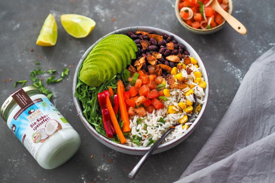 Mexikanische Burrito-Bowl mit Kokos-Bacon