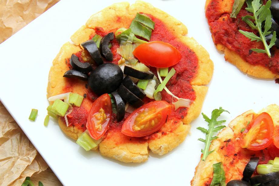 Vegetarische Mini-Kokos-Pizzen mit Kokosmehl