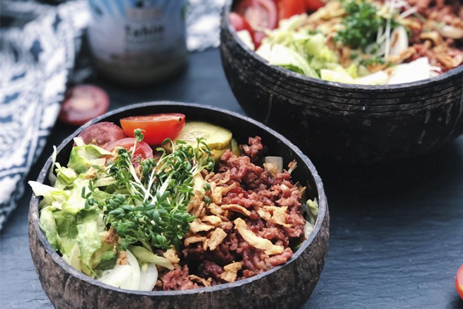 Salad-Bowl im Burger-Style