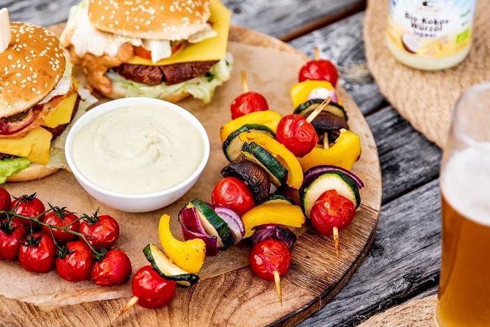 Grill-Gemüse-Spieße mit Cashew-Tahin-Dip