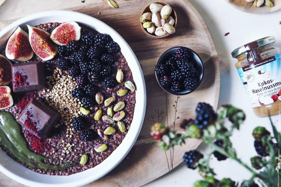 Buchweizen-Haselnuss-Porridge