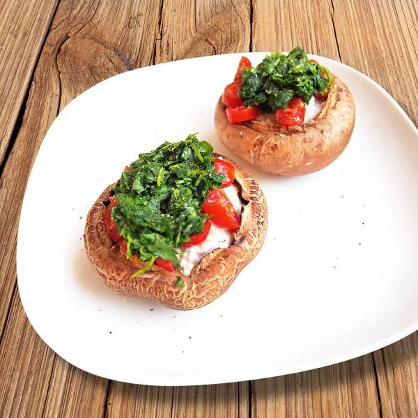 Roh-vegane gefüllte Portobello-Pilze