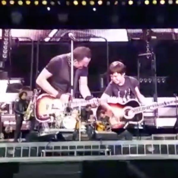 Little Bruce rockt mit Rocklegende Bruce Springsteen