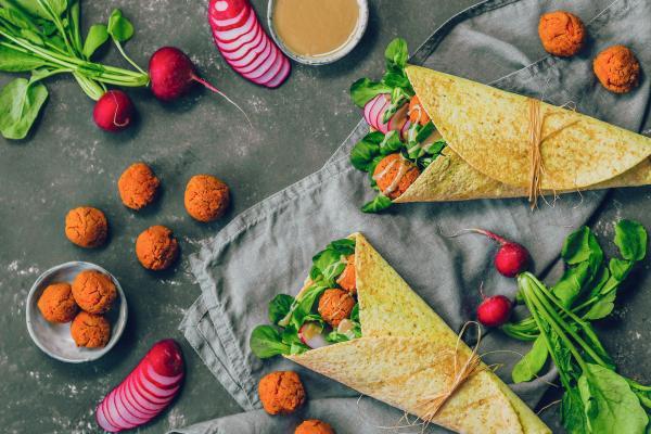 Süßkartoffel-Falafel-Wraps mit Tahin