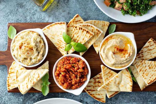 Vegane Pita mit Mandelmus-Hummus
