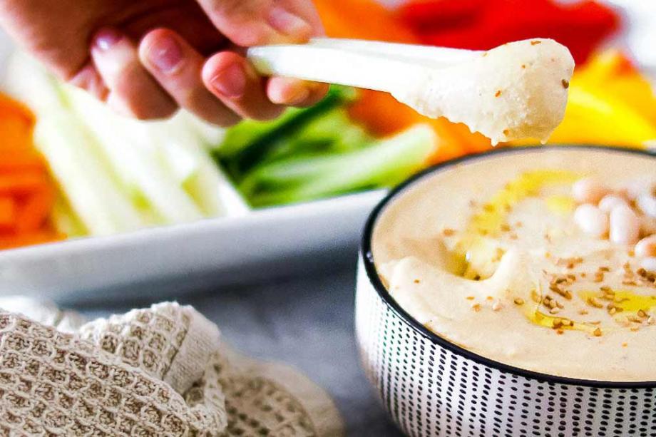 Hummus aus weißen Bohnen