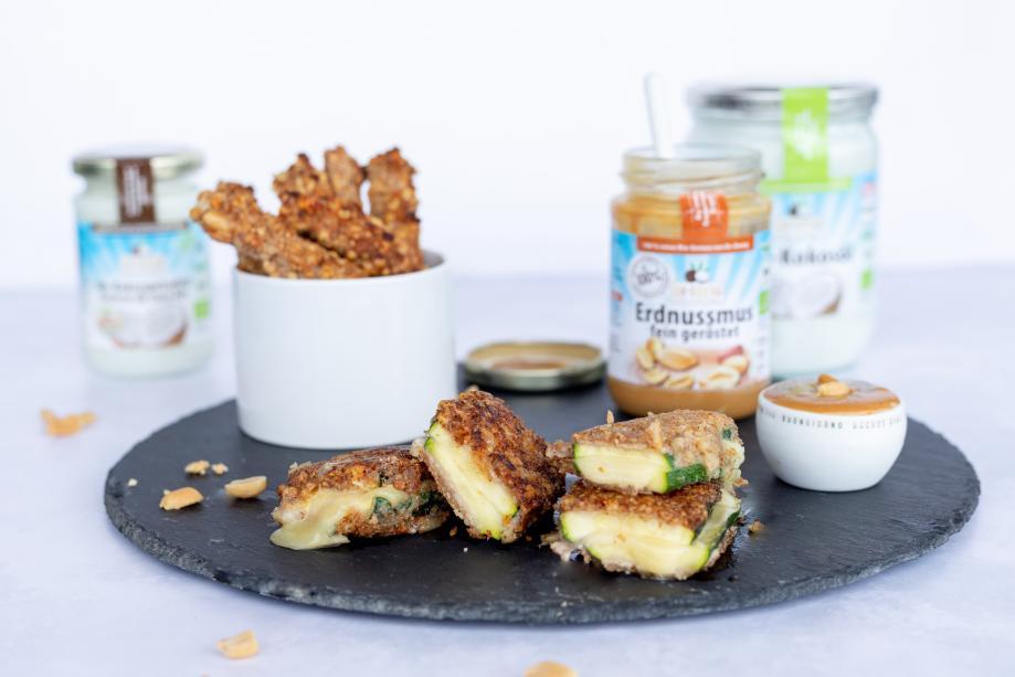 Lowcarb Zucchini Cordon Bleu mit Erdnuss-Dip