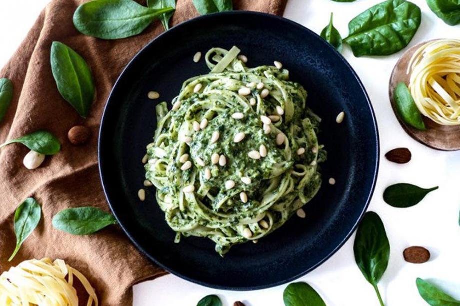Tagliatelle mit Spinat-Mandel-Soße