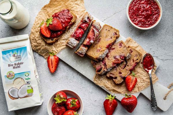 Erdbeer-Kokosbrot mit Chia-Erdbeermarmelade