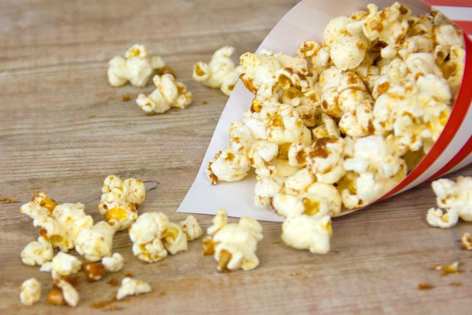 Süßes Kokos-Popcorn