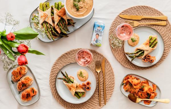 Vegane Spargel-Blätterteigtaschen mit Möhren-Lachs