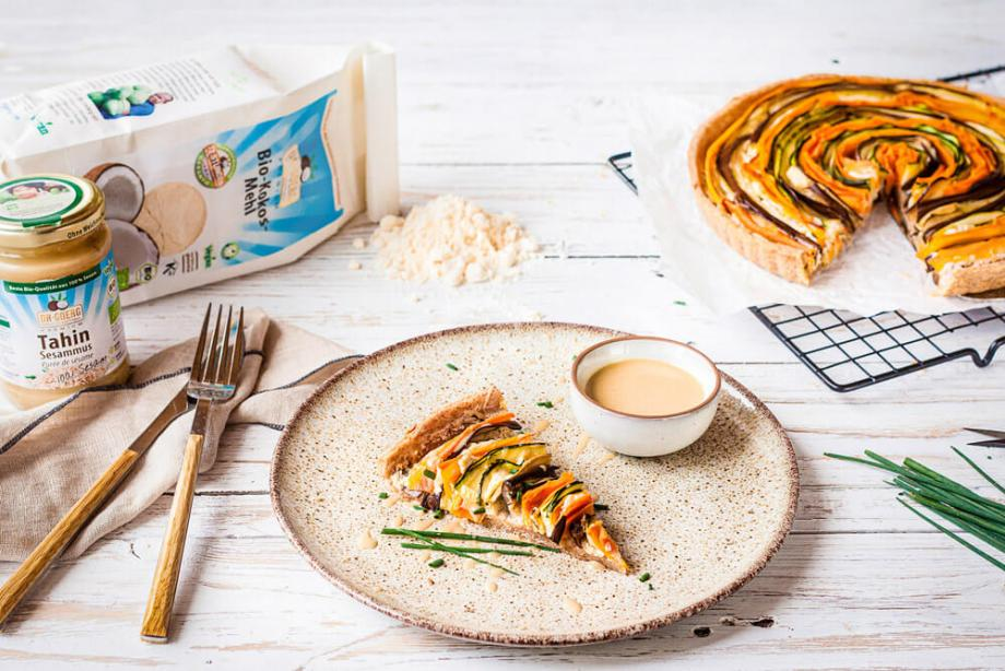 Bunte Gemüse-Tarte mit Dr. Goerg Bio-Tahin-Sesammus