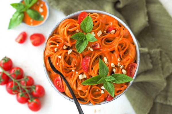 Pasta mit feuriger Paprika-Soße