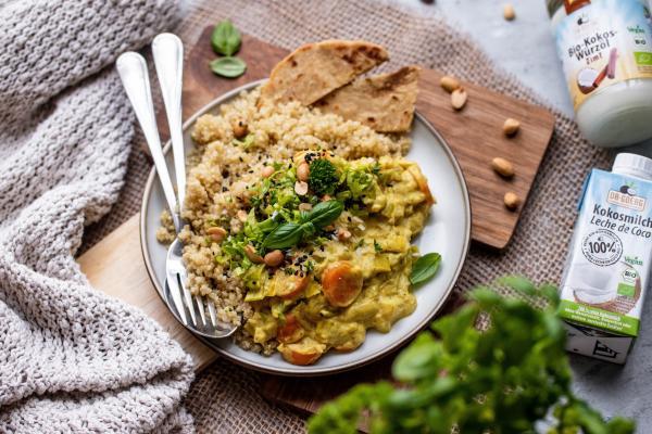 Süßkartoffel-Kokos-Curry mit Quinoa
