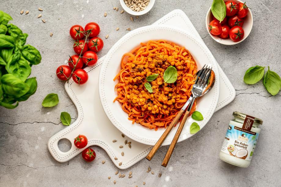 Möhren-Spaghetti mit Rote-Linsen-Bolognese