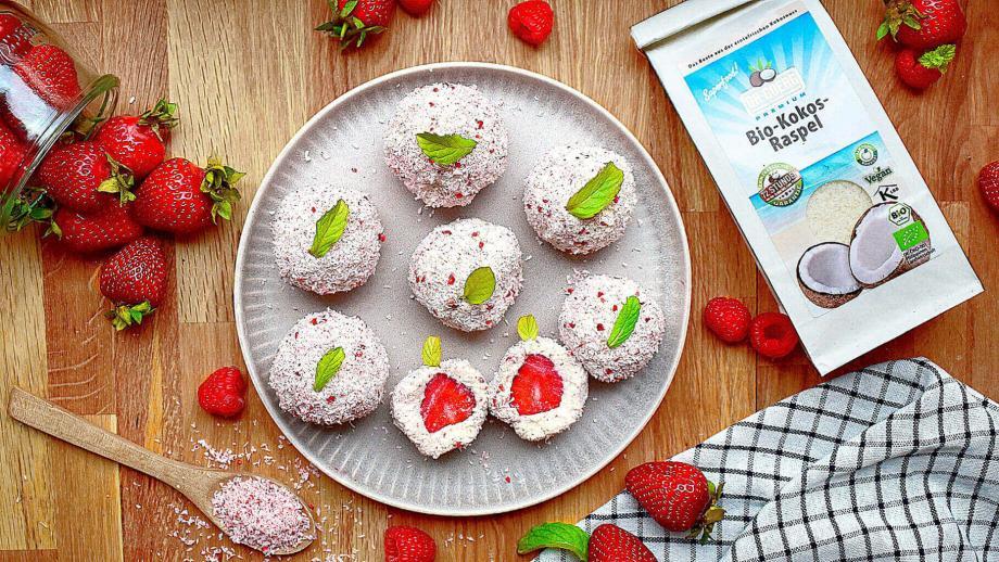 Erdbeer-Kokos Energy Balls