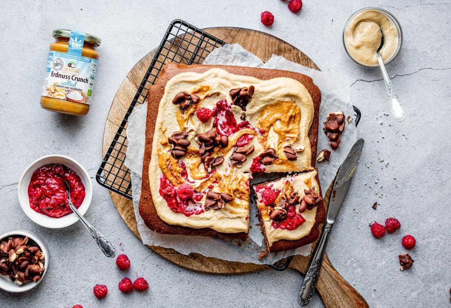 Salted & Crunchy Erdnuss-Schoko-Kuchen