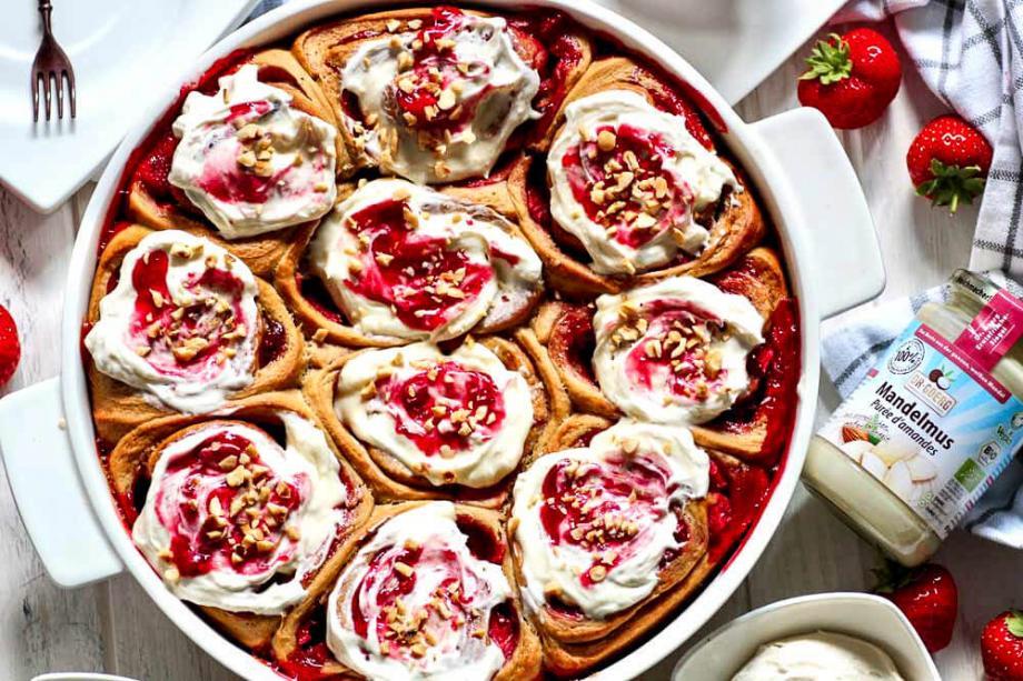 Erdbeer-Schnecken mit Frischkäse Frosting