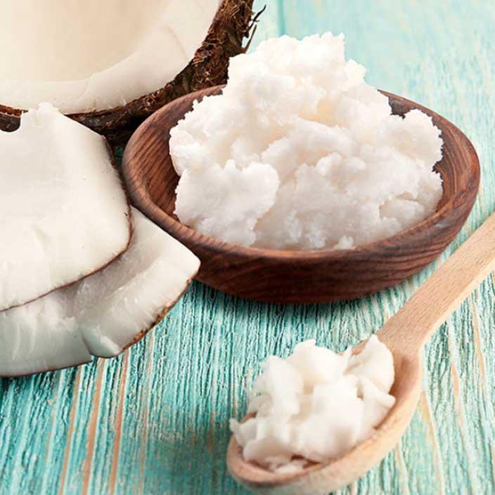 Eine Vielzahl an Kokosspeisefetten unterschiedlicher Hersteller