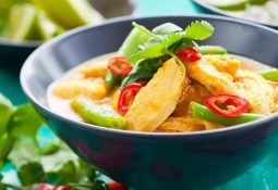 Pollo al curry thai