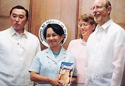Dr. Bruce Fife zeichnet Dr. Goerg Premium Bio Kokosöl aus