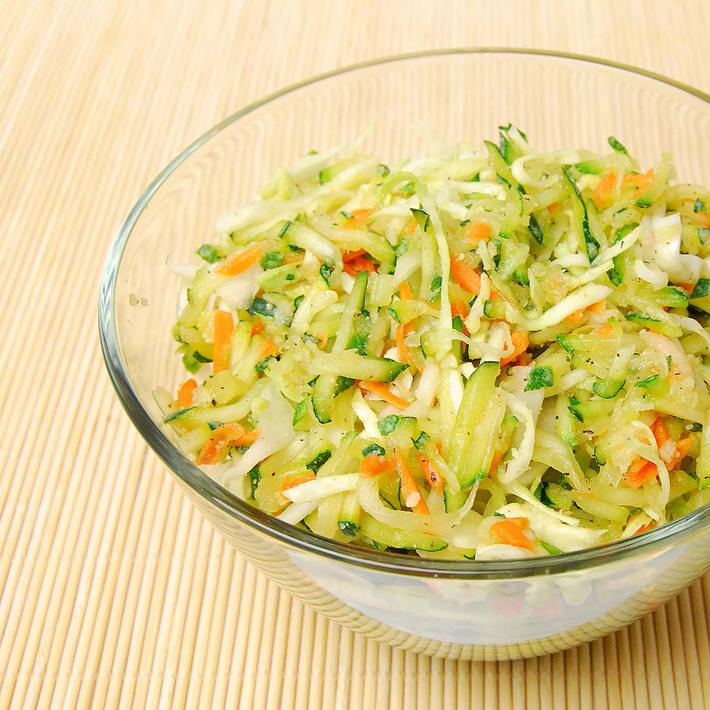 rezepte knackiger zucchini wei kohl salat dr goerg. Black Bedroom Furniture Sets. Home Design Ideas