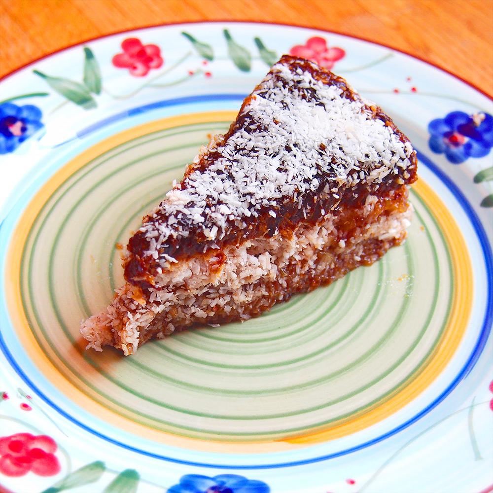 Rohköstliche Pflaumen-Kokos-Torte