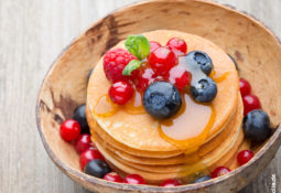 Kokos-Pancakes mit Beeren