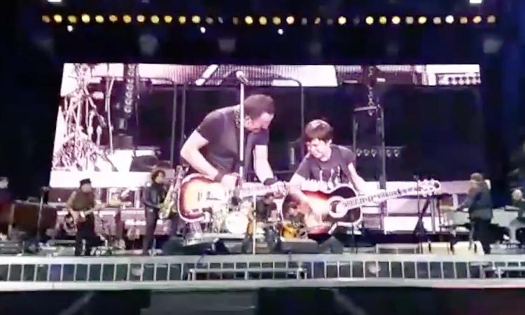 Little Bruce rockt mit Bruce Springsteen