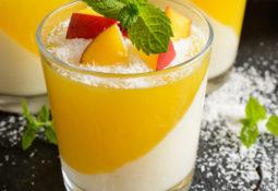 Kokosnuss-Panna-Cotta mit Mango