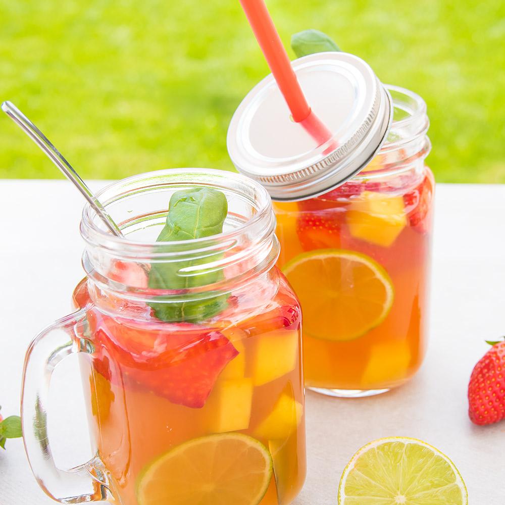 Erdbeer-Mango-Bowle mit Kokoswasser