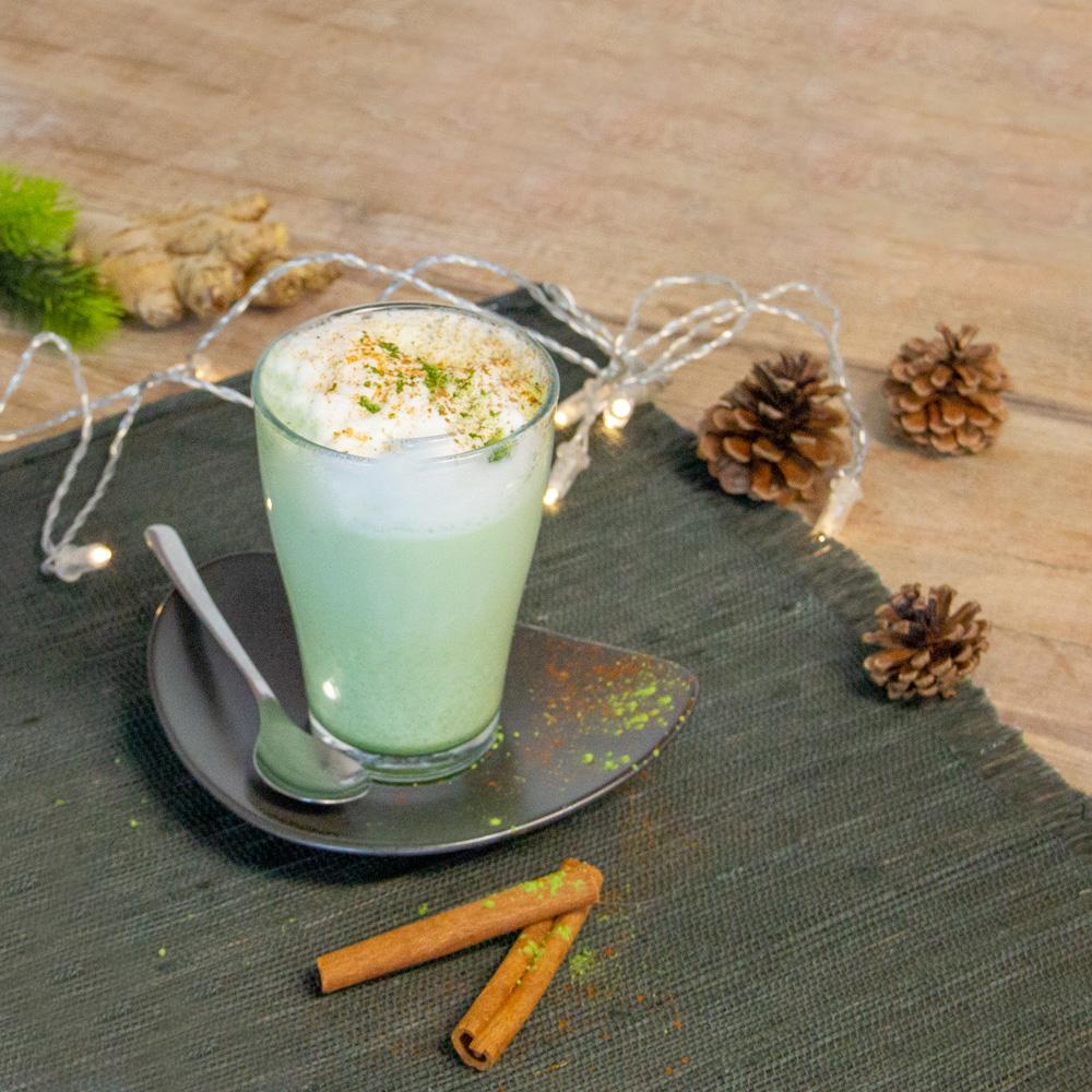 Gewürz-Matcha-Latte