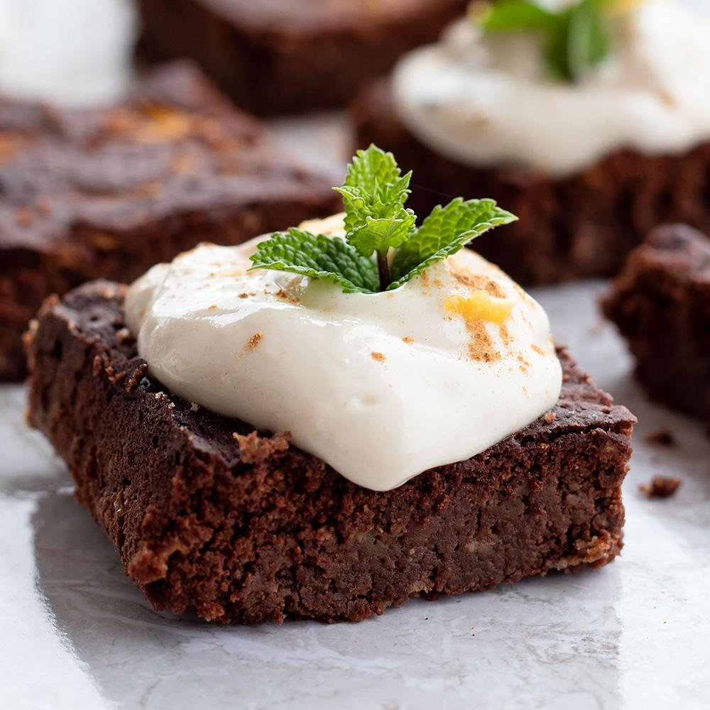 Low Carb Kürbis-Brownies mit Kokos-Zimt Frosting