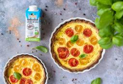 Sommerliche Low Carb Quiche mit Tomaten & Basilikum